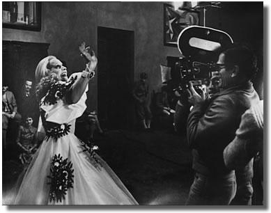Pasolini filmant une scène de lecture.