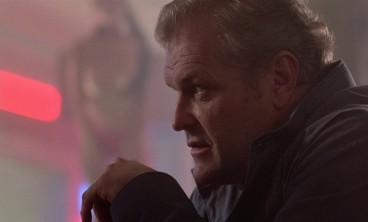 L'intrigue voit donc une étrange relation se nouer entre le policier expérimenté Dennis Meechum (Brian Dennehy) et le mystérieux tueur à gages Cleve (James.